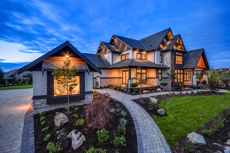 Дизайн фасада дома в стиле шале